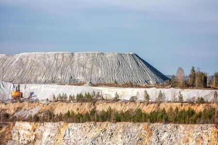 Dump on a calcareous quarry
