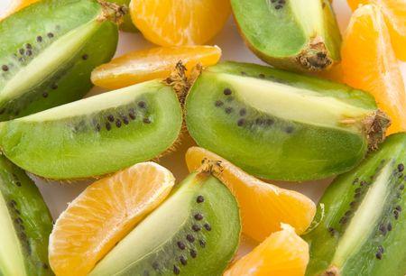 nutriments: Mandarin and kiwi quarter slices (macro, close-up) Stock Photo