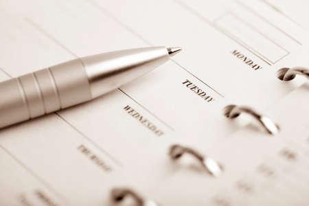 emploi du temps: organiseur de poche et un stylo Banque d'images