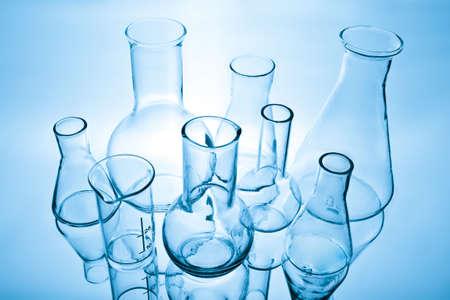 cristalería: equipo de laboratorio qu�mico Foto de archivo