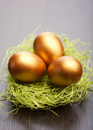 golden easter eggs Stock Photo - 9151639