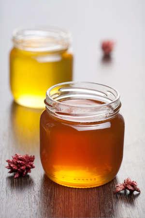 bocaux en verre: le miel dans des bocaux