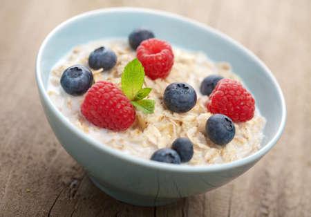 cereales: gachas con bayas frescas