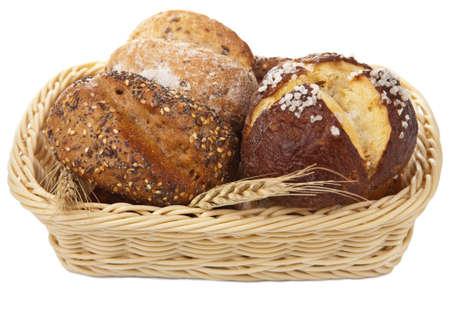 canasta de pan: pan saludable en la cesta de aislados