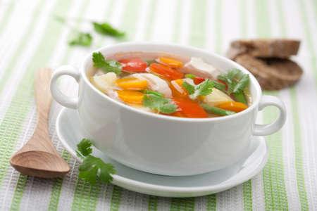 sopa de pollo: sopa de pollo con verduras
