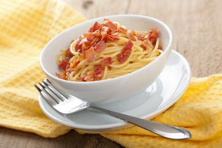 spaghetti carbonara photo
