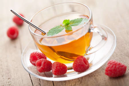 tannin: tea with mint and berry