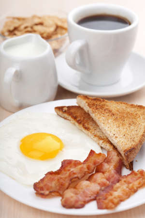 bacon and eggs: traditional breakfast