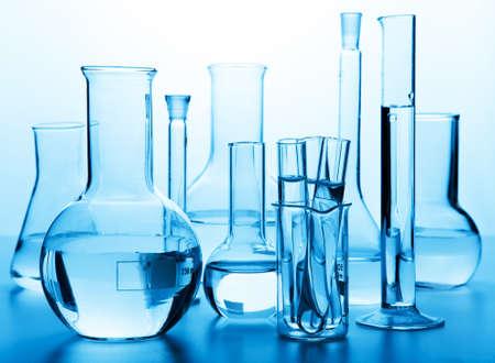 material de vidrio: química de vidrio de laboratorio Foto de archivo
