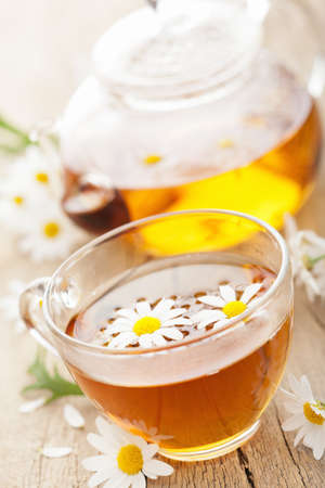 tannin: cup of herbal tea with chamomile flowers