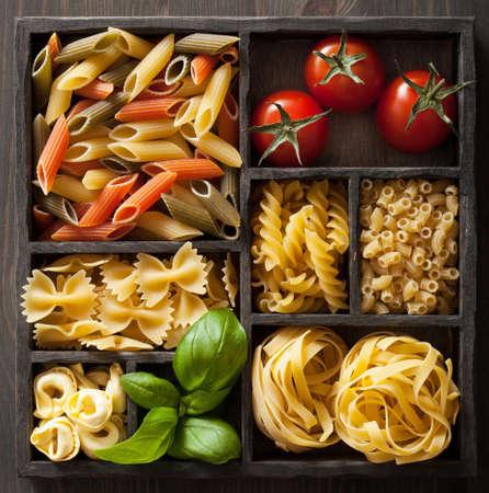 various pasta in black wooden box Stockfoto