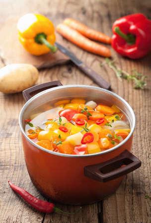 zöldségleves piros pot