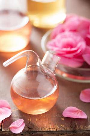 destilacion: la alquimia y la aromaterapia con flores de color rosa