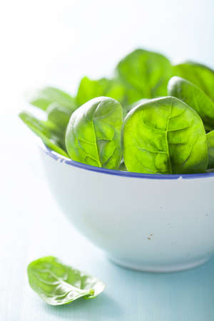 'baby spinach': baby spinach leaves in bowl  Stock Photo