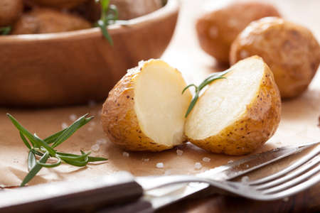ovenbaked: baked potatoes with rosemary