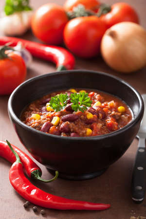 tex mex: mexican chili con carne in black plate with ingredients Stock Photo