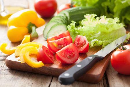 신선한 야채 오이, 토마토, 고추, 샐러드 잎