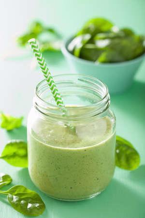 licuado de platano: batido verde saludable con espinacas