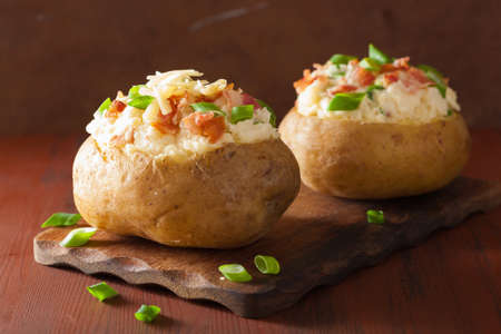 baked potato in jacket with bacon and cheese Stok Fotoğraf - 43494432