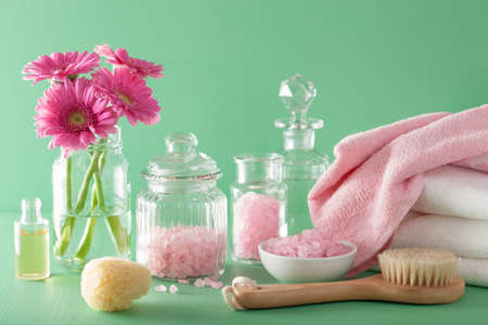 pink daisy: spa aromatherapy with gerbera flowers essential oil brush