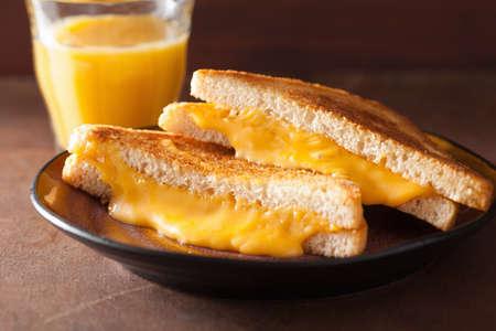 아침 식사를 집에서 구운 치즈 샌드위치 스톡 콘텐츠