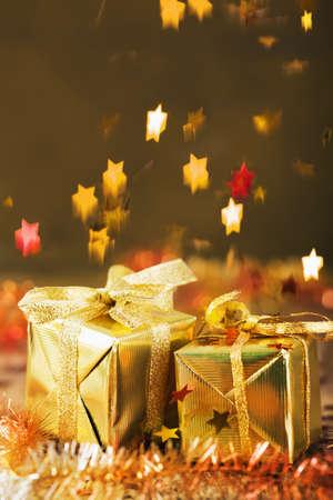 estrella: stars decoration falling over christmas gifts Foto de archivo