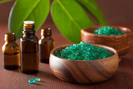 sal: sal y aceites esenciales de hierbas verdes para bañera de hidromasaje saludable