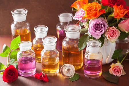 에센셜 오일과 장미 꽃 아로마 테라피 스파 향수