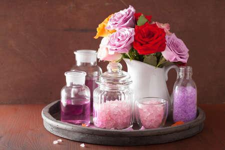 spa aromatherapie met roze bloemen etherische olie zout