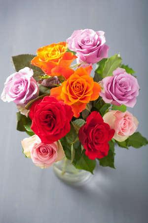 rosas naranjas: hermoso color rosa ramo de las flores en florero