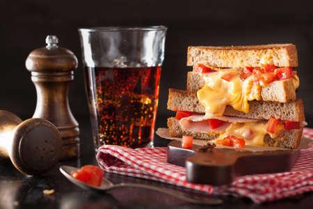 ハムとトマトとチーズのグリル サンドイッチ 写真素材