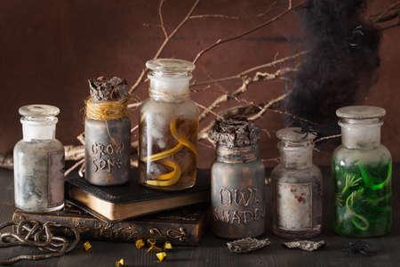 tarros de botica bruja pociones mágicas decoración de Halloween