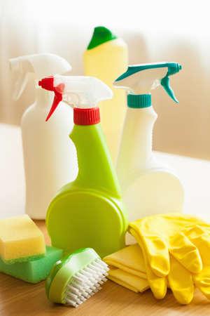 gospodarstwo domowe: cleaning items household spray brush sponge glove