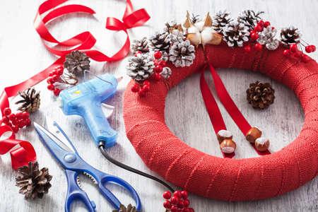 pegamento: making red christmas wreath decoration diy handmade