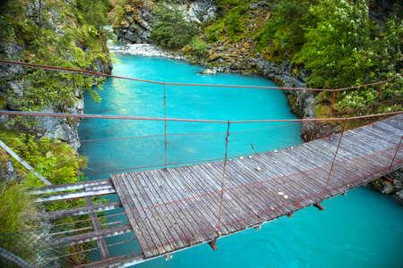 녹색 통해 작은 밧줄 다리 Utla 강 Utladalen, 노르웨이