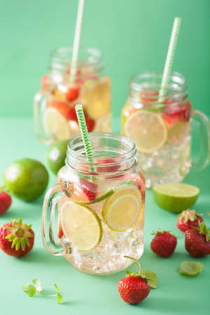 refreshing summer lemonade with strawberry and lime in mason jar Stok Fotoğraf - 83599383