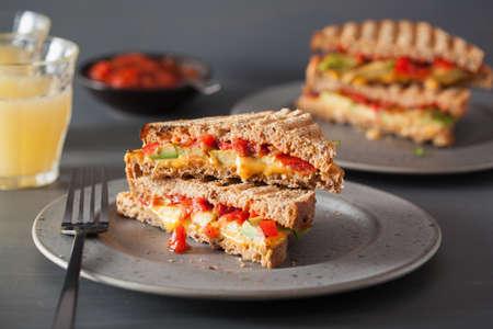 grilled cheese sandwich with avocado and tomato Zdjęcie Seryjne