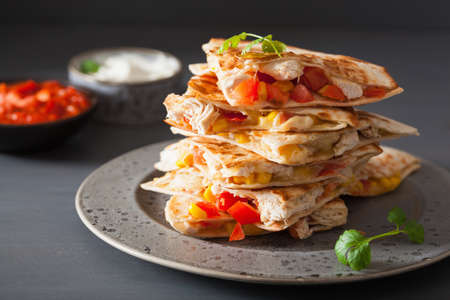 mexican quesadilla with chicken tomato corn cheese 스톡 콘텐츠