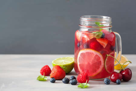 summer berry lemonade with lime and mint in mason jar Reklamní fotografie
