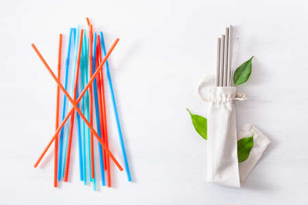single use plastic and reusable metal eco-friendly drinking straw. zero waste concept Stock fotó - 126963746