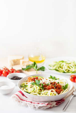 keto paleo zoodles bolognese: zucchini noodles with meat sauce and parmesan Фото со стока - 127772793