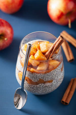 chia pudding with cinnamon simmered apples and peanut butter Stockfoto