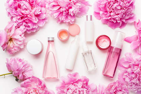 bath and spa flat lay, peony flowers skin care products Stockfoto