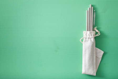 Milieuvriendelijk herbruikbaar metalen rietje. nul afval concept