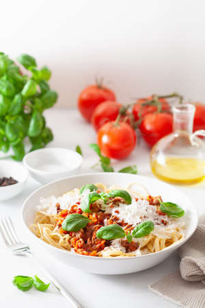 spaghetti bolognese with basil and parmesan, italian pasta Фото со стока - 132873361
