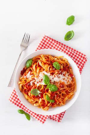 tagliatelle pasta with tomato sauce parmesan basil Banque d'images
