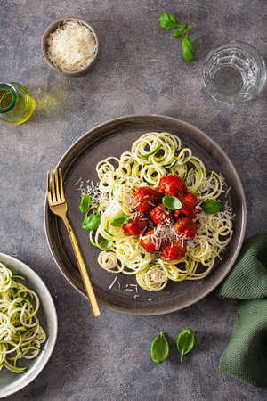 keto paleo diet zoodles spiralized zucchini noodles with meatballs and parmesan Standard-Bild