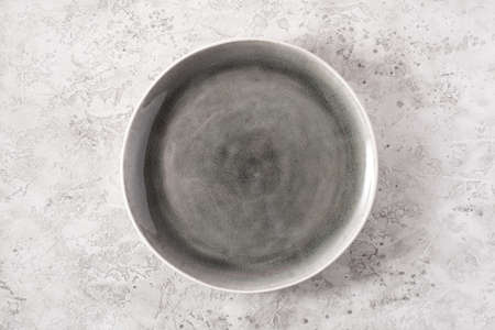 empty plate on concrete background Stockfoto