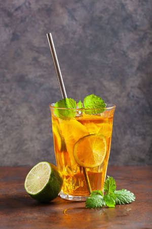 ice tea with lemon and mint Stockfoto