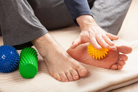 man doing flatfoot correction self massage at home Stockfoto